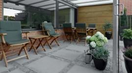 Udhus og terrasse