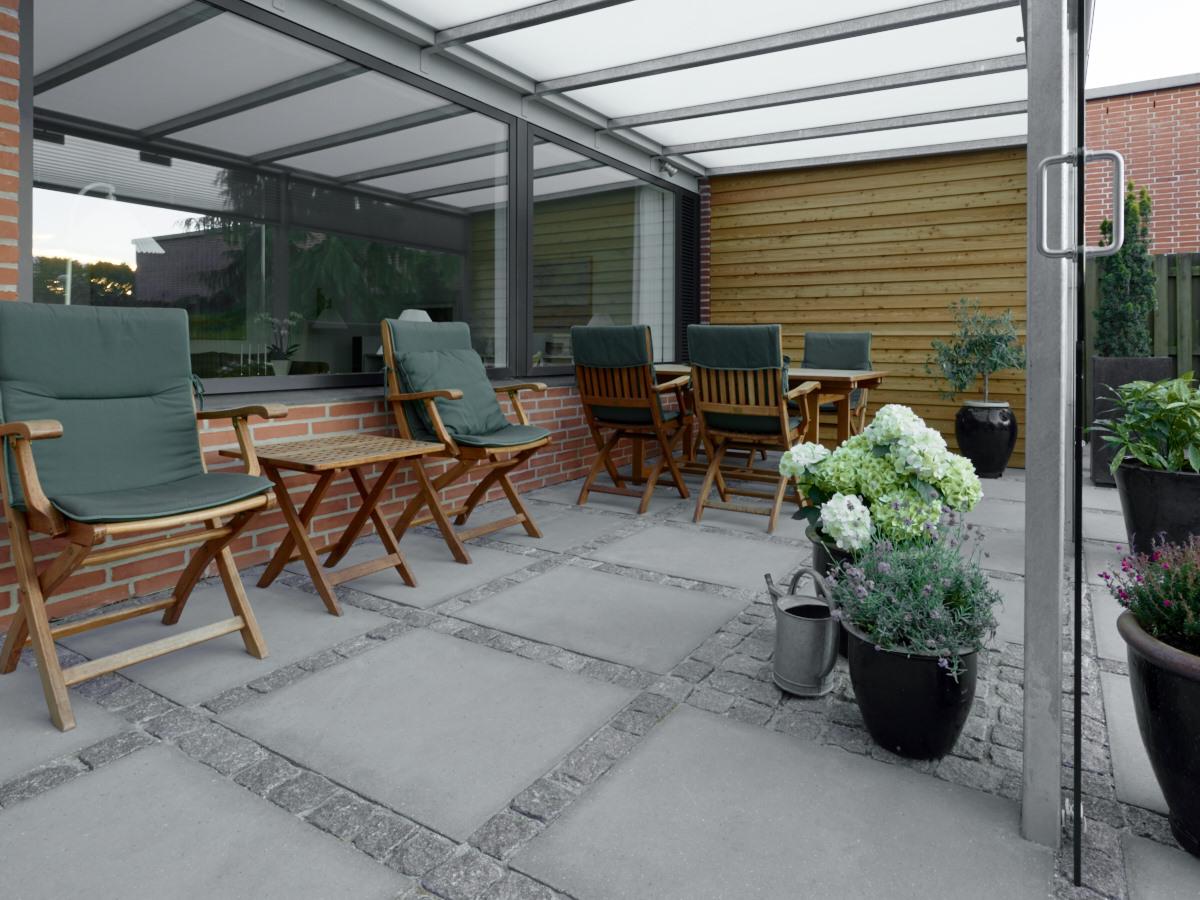 Udhus og terrasse - Jørgen Vester